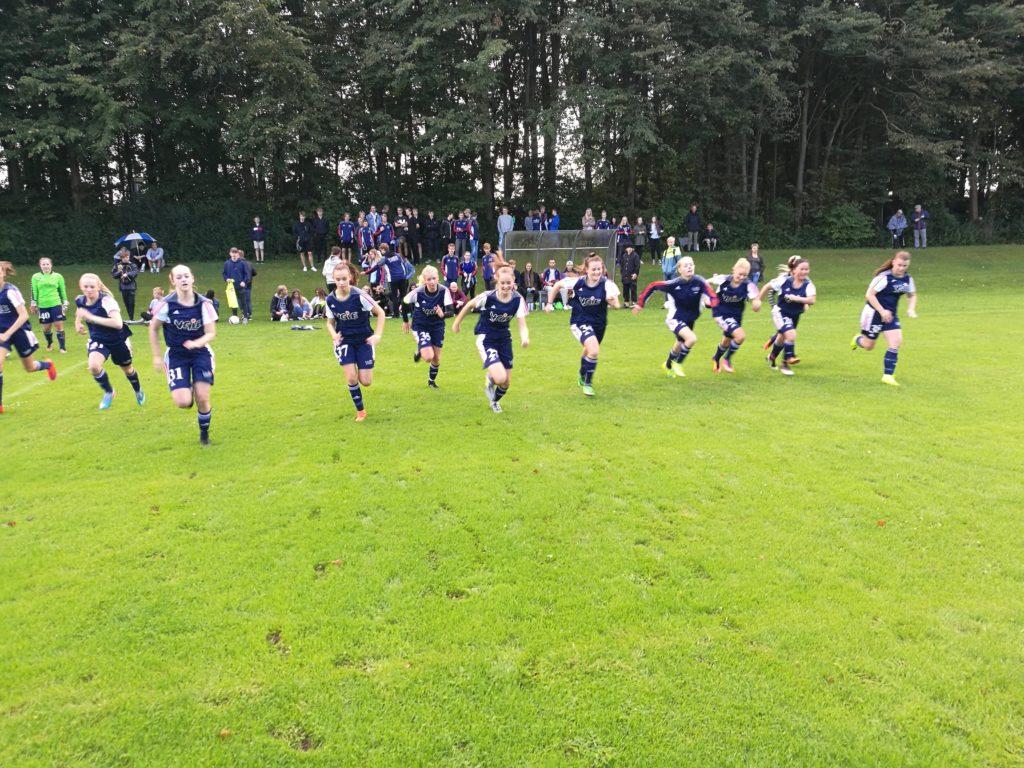 Fodbold på VGIE - pige fodbold