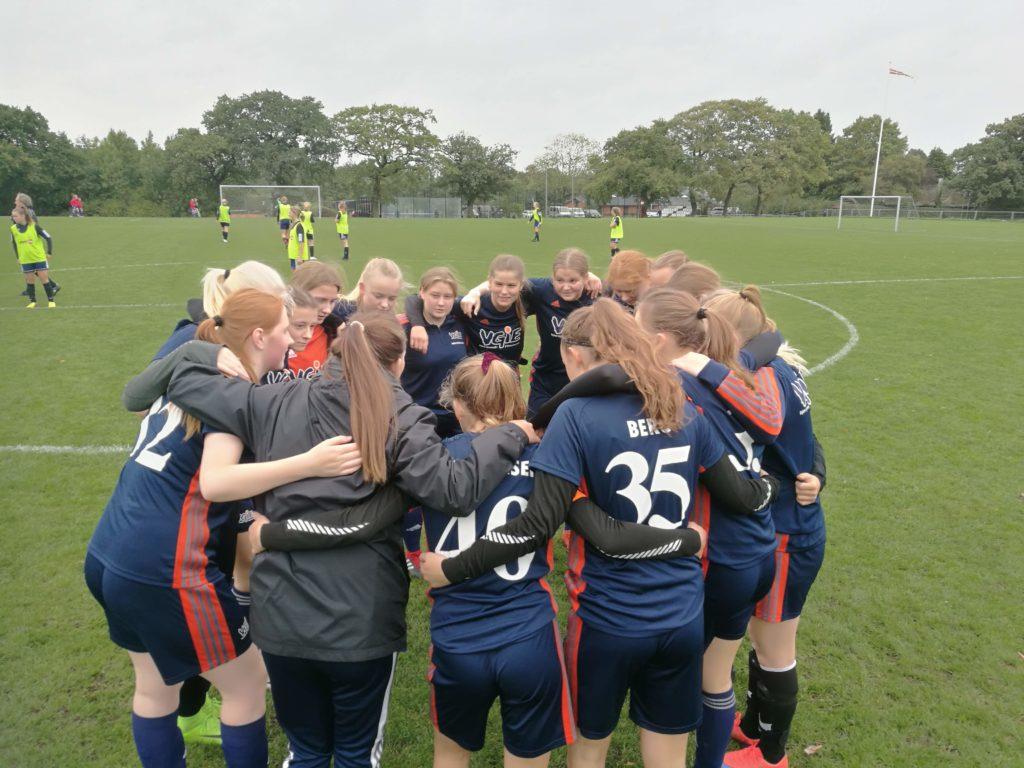 Fodboldkamp på VGIE - pige fodbold på efterskole