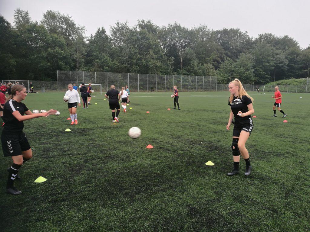 Fodbold på efterskole VGIE - Pige fodbold
